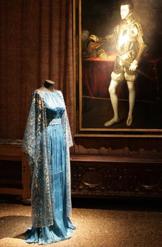 Isabelle de Borchgrave's Paper Fashion Show